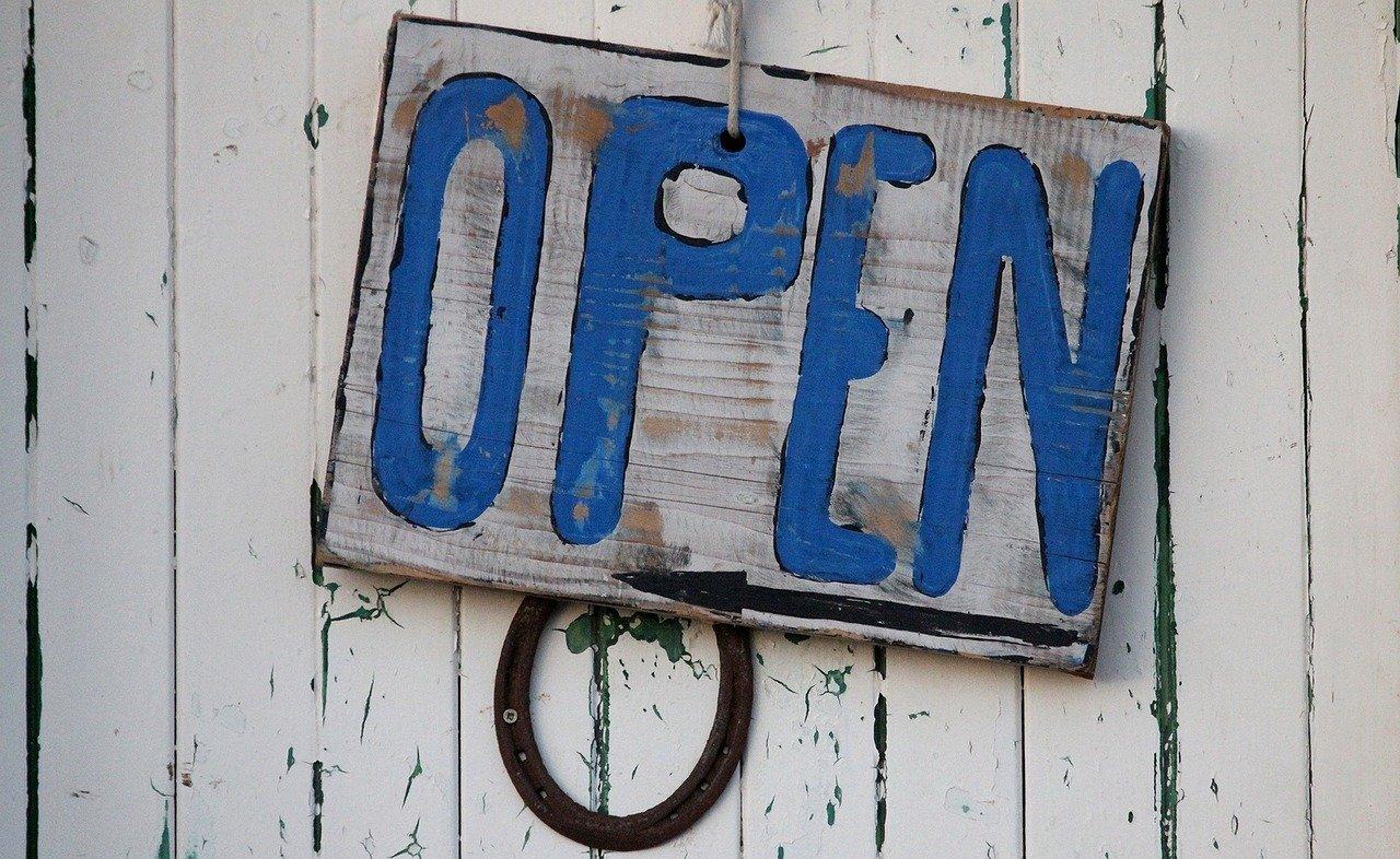 Školy v zahraničí jsou otevřené a fungují.